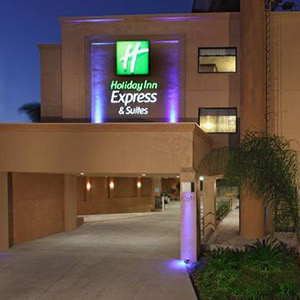 6-holiday-express-suites